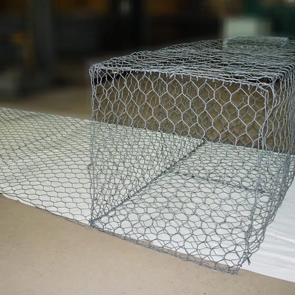 Конструкция габиона с армирующей панелью
