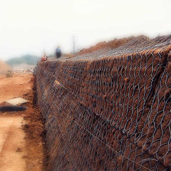 Крепления неустойчивых грунтов откоса насыпей с последующим озеленением поверхности