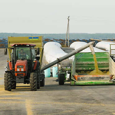 Загрузка продукции в зерновой рукав